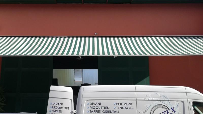 Lavaggio tende esterne per case, alberghi, negozi