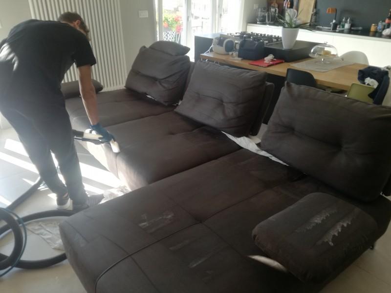 Lavaggio divano in loco