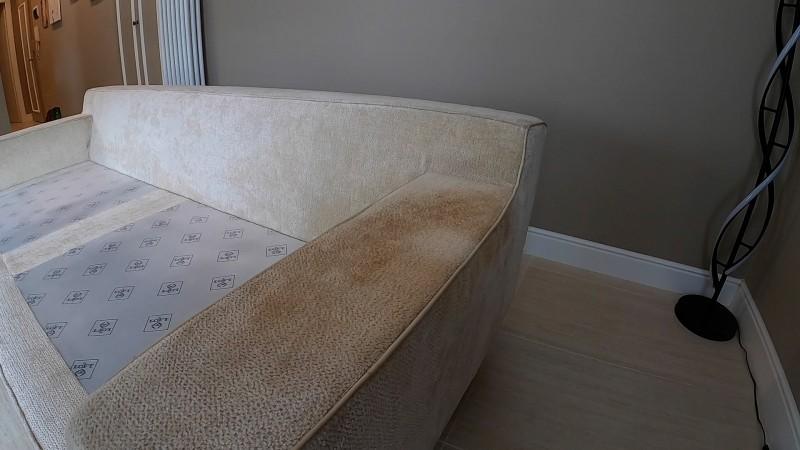 Lavaggio bracciolo divano